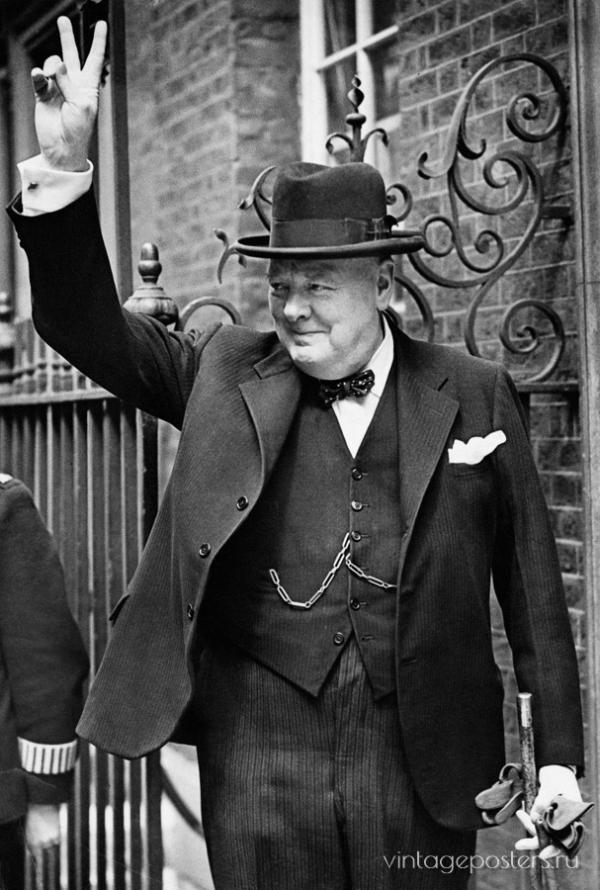 """Купить для интерьера на стену Постер """"Премьер-министр Уинстон Черчилль показывает знак победы"""" Великобритания 1943"""
