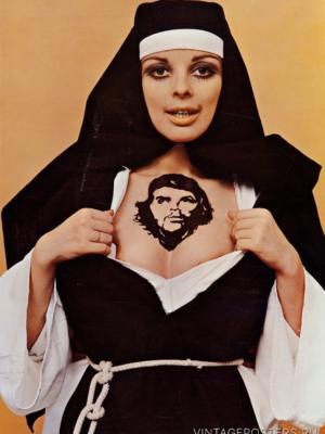 """Купить для интерьера на стену Постер """"Монахиня с тату Че Гевары"""" Голландия 1970"""