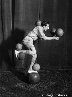 """Купить для интерьера на стену Постер """"Акробат балансирует на мячах"""" США 1925"""