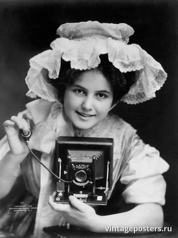 """Винтажный Ретро Постер """"Молодая женщина с фотокамерой"""" США 1909 для интерьера купить"""