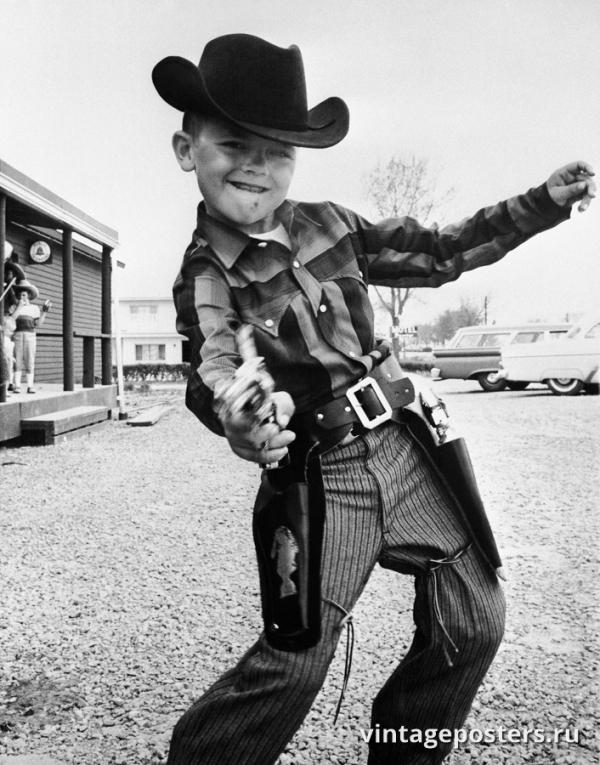 """Винтажный Ретро Постер """"Мальчик с игрушечным пистолетом"""" США 1959 для интерьера купить"""