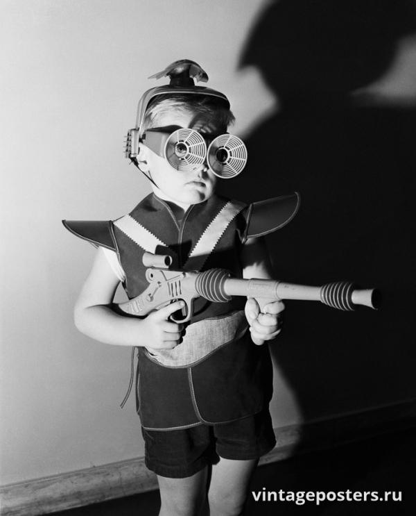 """Винтажный Ретро Постер """"Мальчик в «космическом» костюме"""" США 1953 для интерьера купить"""