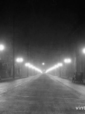 """Винтажный Ретро Постер """"Туманная улица в свете ночных фонарей"""" США 1925 для интерьера купить"""