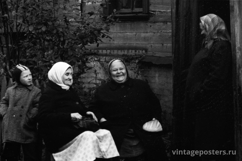 Фото старой Москвы 1950 годов: Посиделки на скамейке. 1956г