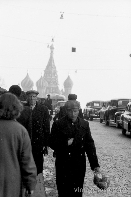Фото старой Москвы 1950 годов: Вид на Храм Василия Блаженного с Манежной площади. 1956г