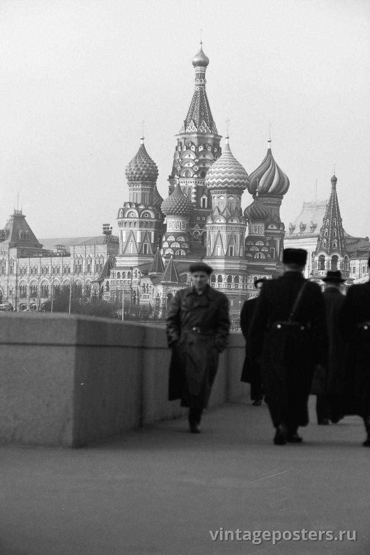 Фото старой Москвы 1950 годов: Вид на Храм Василия Блаженного с Большого Москворецкого моста. 1956г №6
