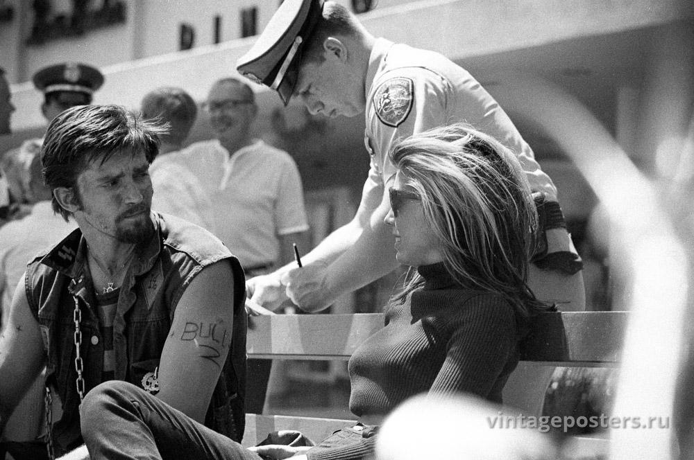 """Коби Дэнтон и Нэнси Синатра на съемках к/ф """"Дикие ангелы"""". 1966г."""