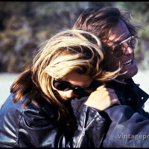 """Смеющиеся Нэнси Синатра и Питер Фонда на съемках к/ф """"Дикие ангелы"""" 1966г."""