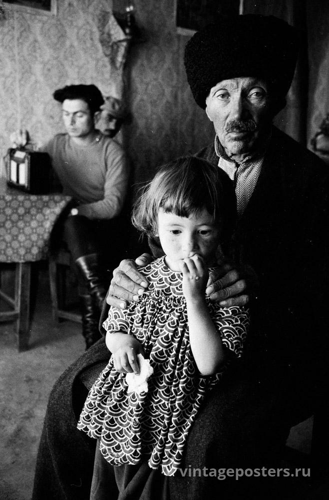 Мужчина с дочерью. Грузия. 1956г.