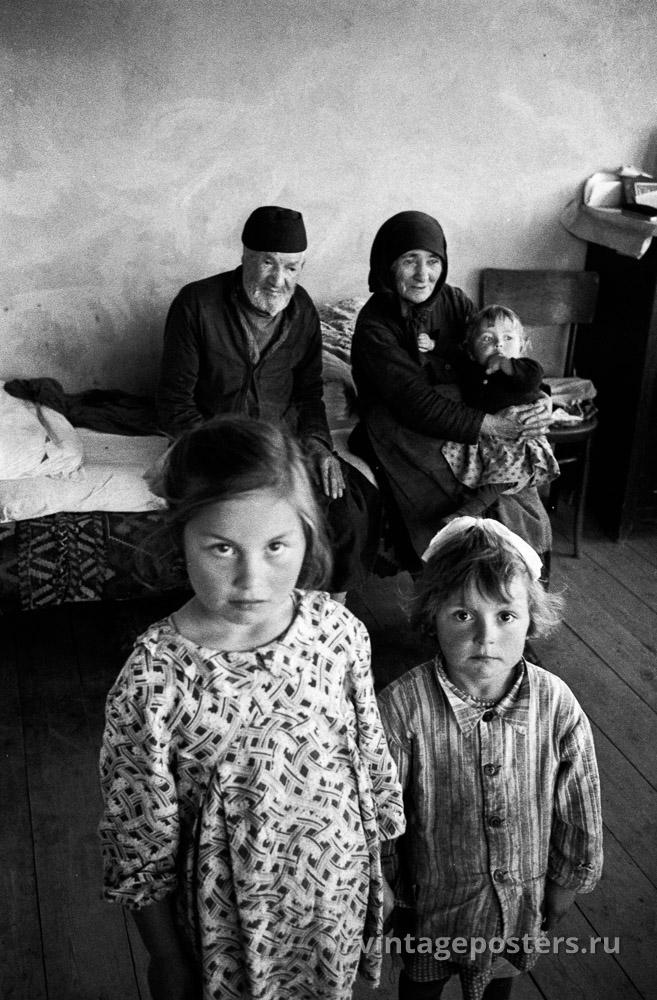 Дети с бабушкой и дедушкой. Грузия. 1956г.