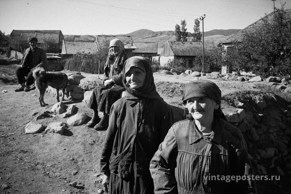 Пожилые женщины и мужчина. Грузия. 1956г.