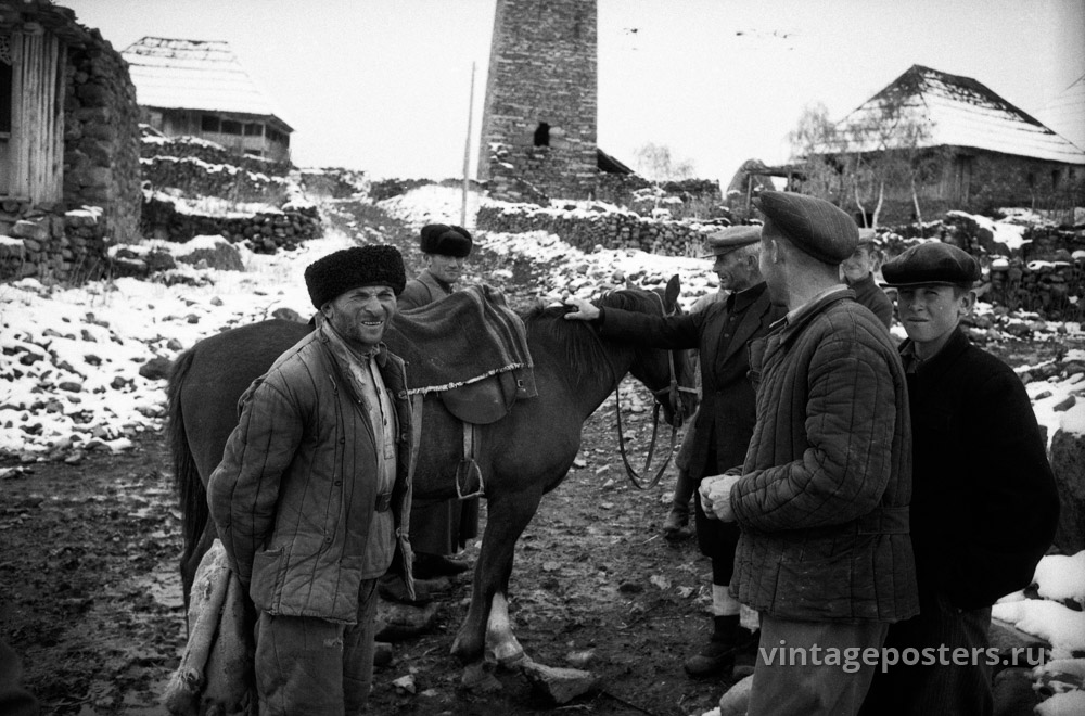 Односельчане на центральной улице деревни. Грузия. 1956г.