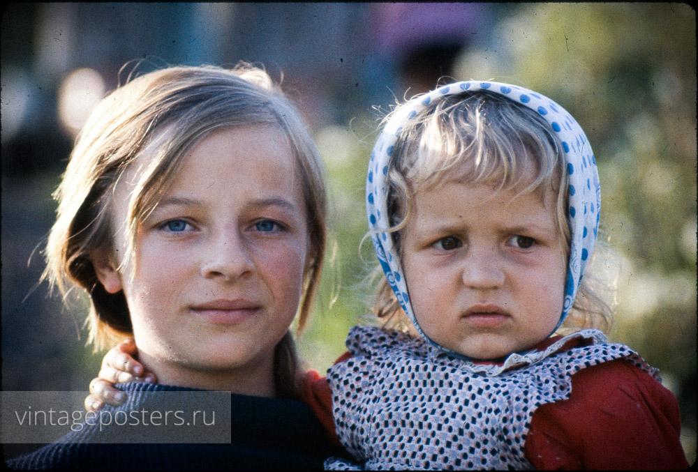 Мать с дочерью. Варшава, Польша. 1956г.