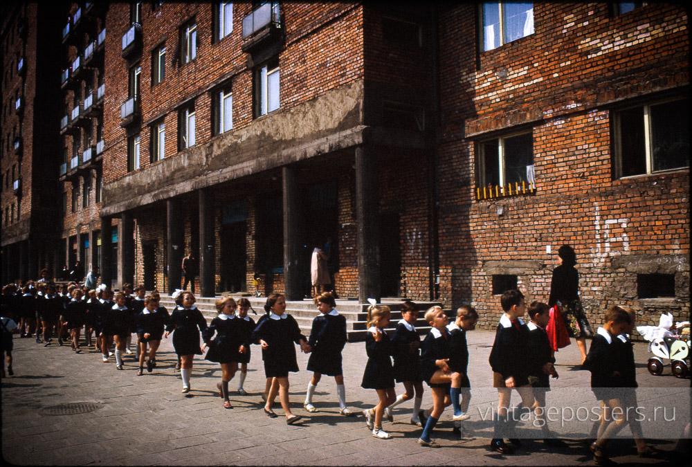 Школьники идут на экскурсию. Варшава, Польша. 1956г.