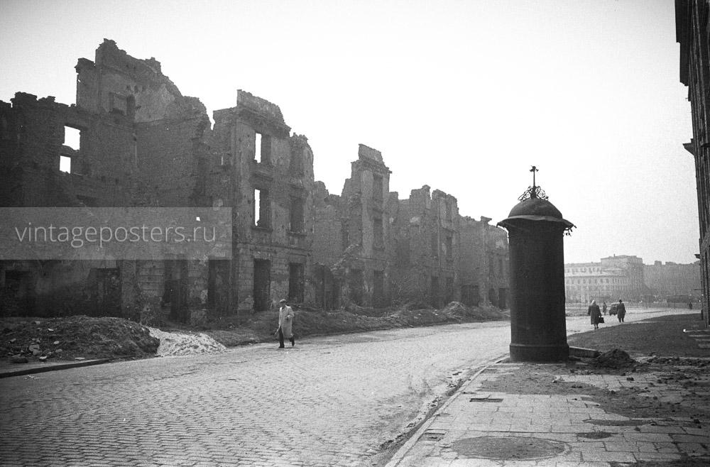 Разрушенные во время войны здания. Варшава, Польша. 1956г.