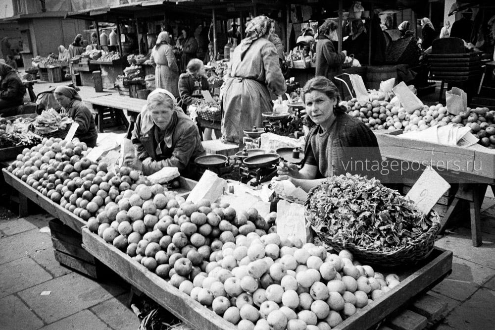 Продуктовый рынок. Яблоки. Варшава, Польша. 1956г.