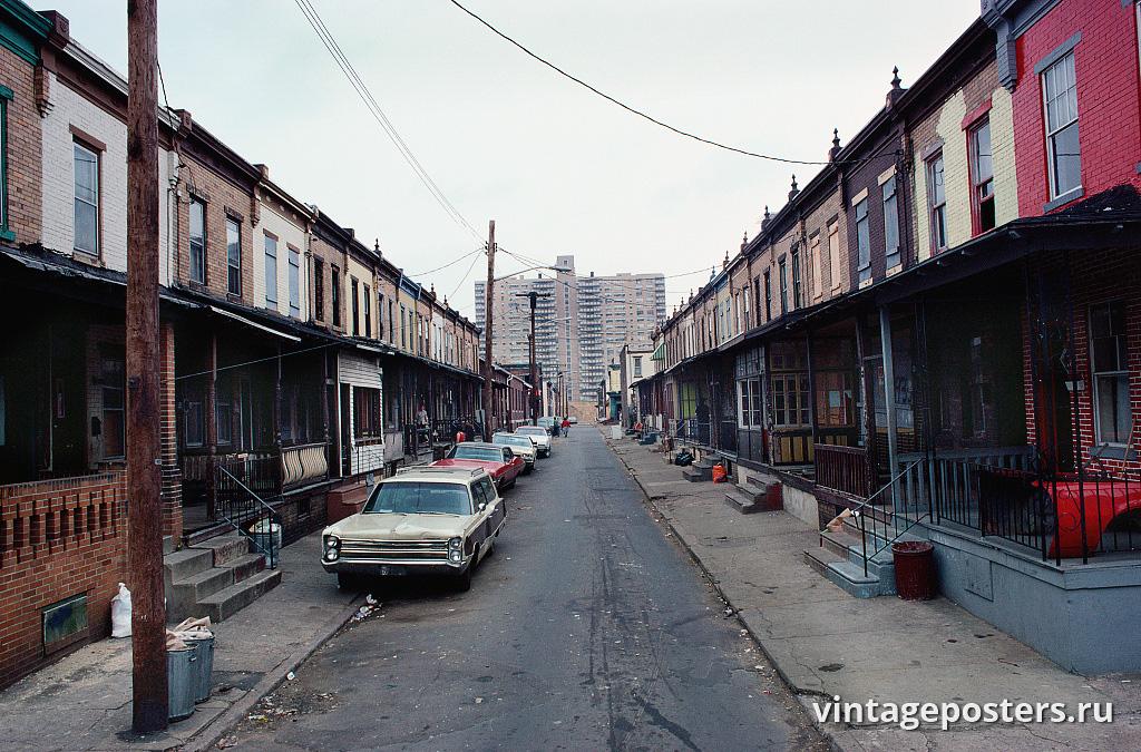 Вид на западную часть Ферн Стрит от дома 937, Бронкс, 1979г.