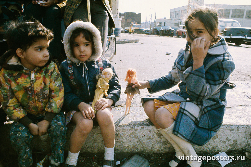 Дети у дома 1148 по Лонгвуд Авеню, Бронкс, 1970г.