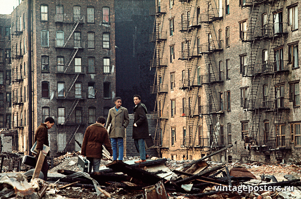 Подростки на развалинах, Пятая авеню и 110-я улица, Восточный Гарлем, 1970г.