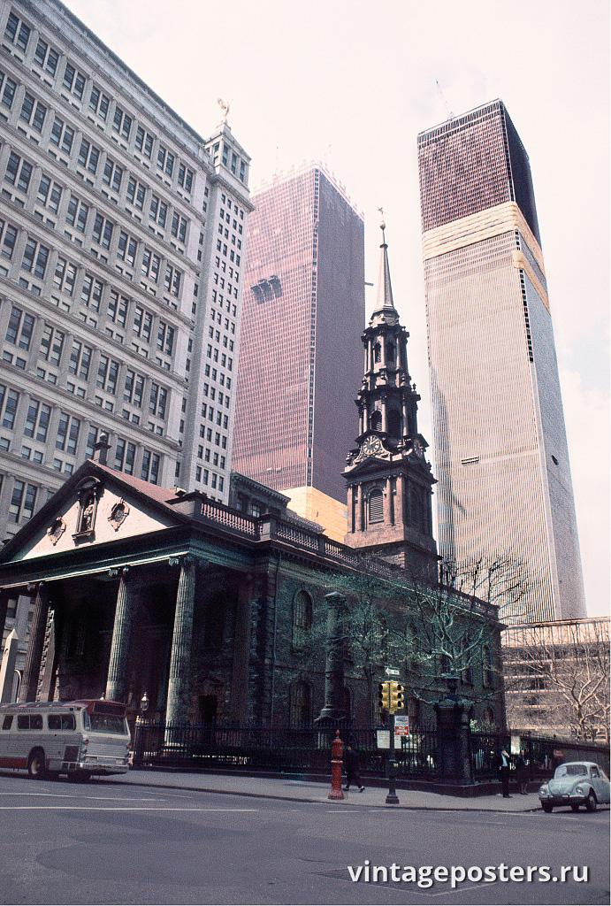 Вид на Всемирный торговый центр и часовню Святого Павла, Бродвей и Фултон-стрит, Манхэттен, 1970г.