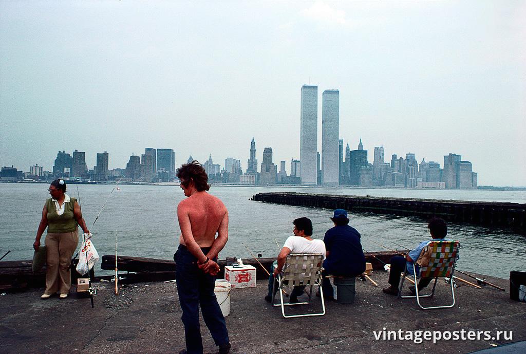 Рыбаки, вид на Всемирный торговый центр и нижний Манхэттен из Джерси-Сити, Нью-Джерси, 1977г.