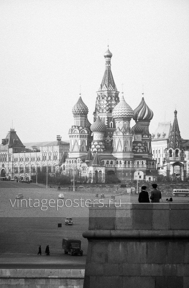 Вид на Храм Василия Блаженного с Большого Москворецкого моста. Москва. 1956г.