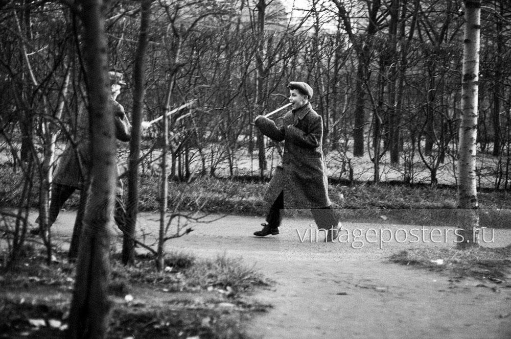 Дети играют в ЦПКиО имени Горького. Москва. 1956г. Фото №107