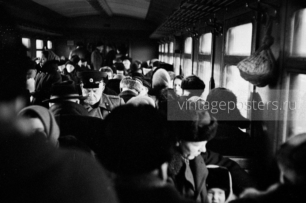Пассажиры пригородного поезда следующего на Ярославский вокзал. 1956г. Фото №65