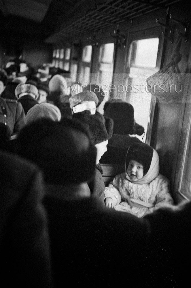 Пассажиры пригородного поезда следующего на Ярославский вокзал. 1956г. Фото №68