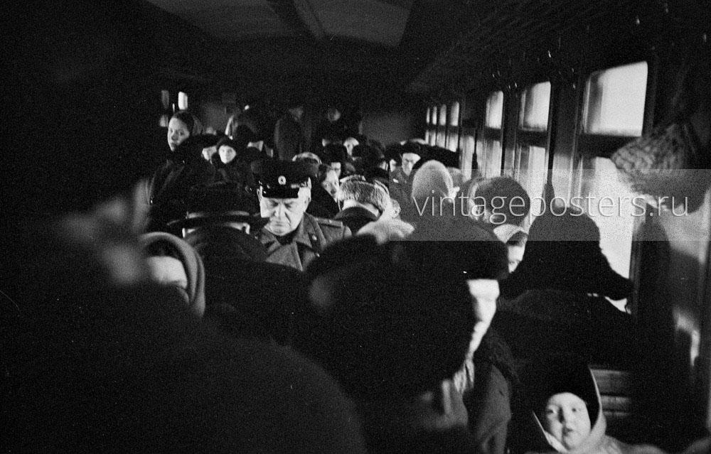Пассажиры пригородного поезда следующего на Ярославский вокзал. 1956г. Фото №69