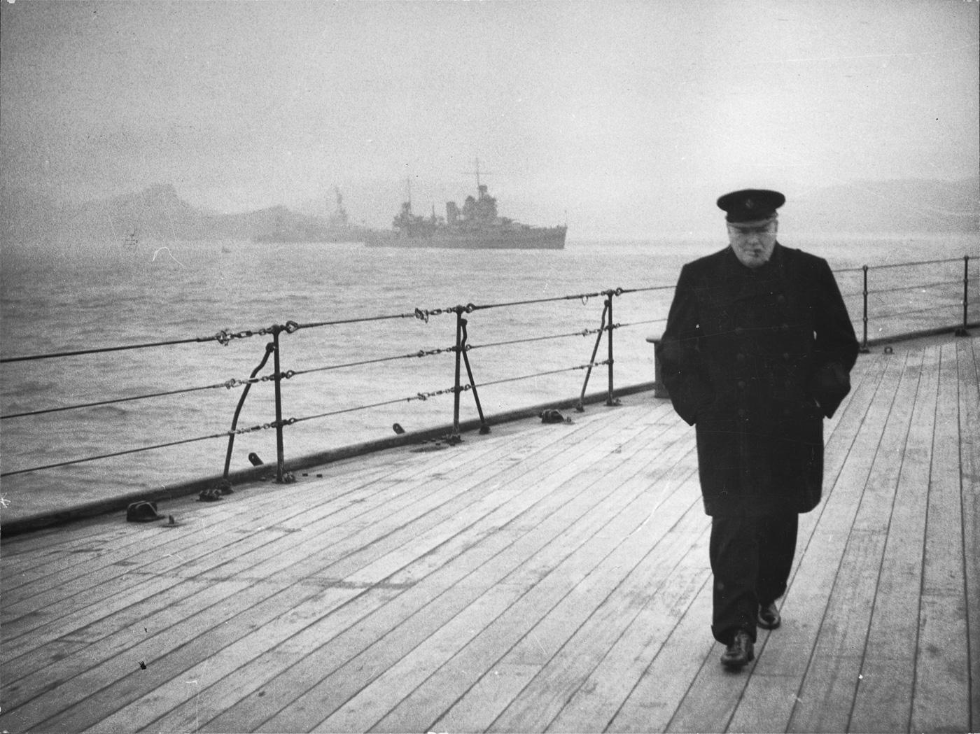 """Черчилль на палубе линкора """"Принц Уэльский"""", 1941 год"""