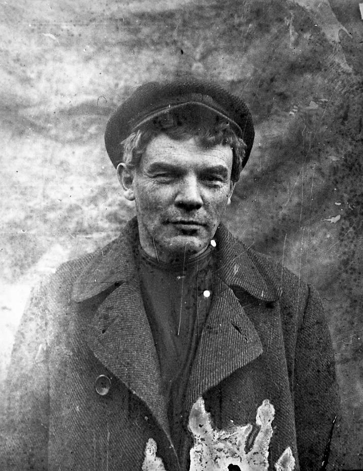 Владимир Ленин, ст.Разлив, август 1917 года