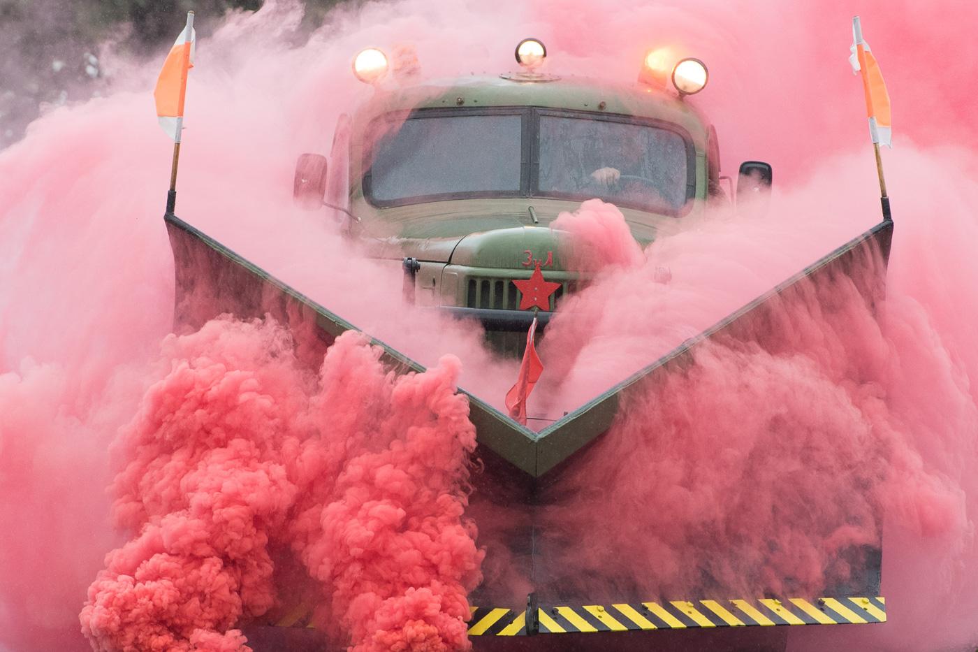 """""""Зил-157"""" с отвалом для уборки снега на открытии автомобильного ретро-шоу"""