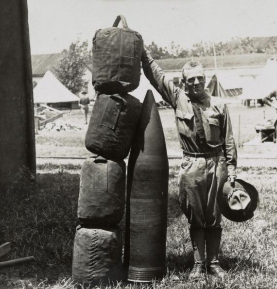 12-дюймовый снаряд и пороховой заряд к нему, 1914 год