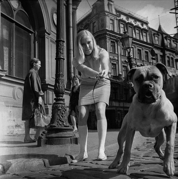 На прогулке, Рига, 1974 год