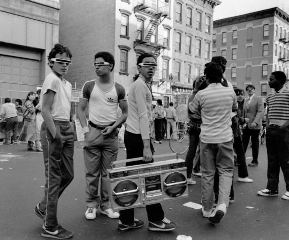 Ребята с бумбоксом, 14-я улица, Нью-Йорк, 1983 год