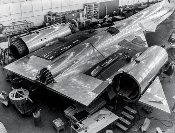 Сборка Lockheed SR-71 Blackbird, 1960-е